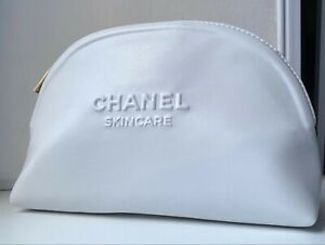 CHANEL COSMETIC/MAKEUP BAG POUCH CLUTCH WHITE NEW 2020 VIP GIFT