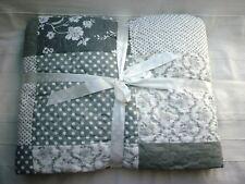 Plaid  Tagesdecke  Quilt  Picknickdecke Bettüberwurf 220x220 cm grau weiß