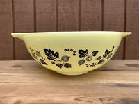 Pyrex Black On Yellow Gooseberry 4 QT Cinderella Bowl # 444 Oven Ware USA