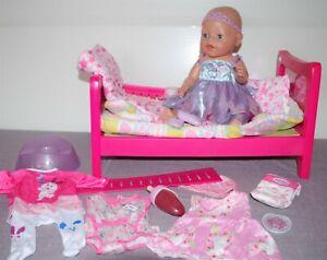 Baby Born Mädchen v. Zapf, 43 cm, Bett + Licht/Melodie, Kleidung  + Zubehör