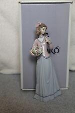 LLadro Spain Porcelain Figurine INNOCENCE IN BLOOM Born 1996 Retired 1998 W/Box