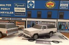 Papercraft 1979 PLYMOUTH  TRAILDUSTER SUV paper toy model car  E Z U-build