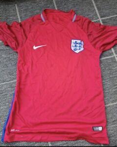 ENGLAND FOOTBALL SHIRT SIZE M Euro 2016 Away Red