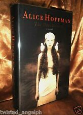 The Dovekeepers by Alice Hoffman [Hardcover]