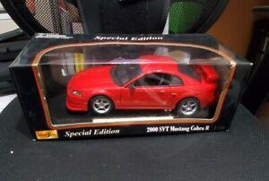Maisto 2000 Ford Mustang SVT Cobra 1:18 Diecast Car