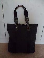 Longchamp bolso de material negro grande con tapicería de cuero en muy buen estado