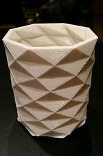 Modern Fractal Design Item Holder