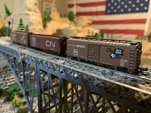 Lof of 3 Bachmann N scale box cars, 2 with metal wheels, CN and Rock island NICE