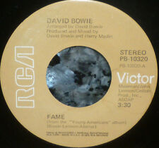 """*<* BACKS BY GUESS WHO? DAVID BOWIE #1 HIT """"FAME"""" CLEAN M- 45/SLV w/JOHN LENNON!"""