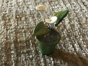 Vintage LilY  FLOWERS In Pot Dollhouse Miniature metal wire stems.