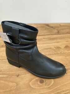 Womens JD Williams Black Leather Ankle Boots with Creases - UK Size 7 E Fit