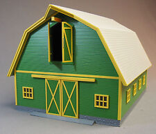 MTH RAIL KING LIGHTED GREEN BARN W/GRAY ROOF o gauge train farm animal 30-90406