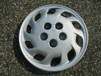 One factory 1991 to 1993 Pontiac Grand Prix bolt on 14 inch hubcap wheel cover