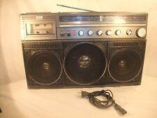 Magnavox D8443 Headphone Jack/Radio/Cassette Playback/Cassette Recording Boombox