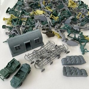 VIBTAGE TOY SOLDIERS Bundle PLASTIC 150+ Pieces Including Barbed Wire