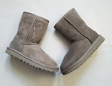 UGG CLASSIC SHORT II GRAY SUEDE BOOT CUSTOMIZED w STONE BOW S/N 1016223 US7 EU38