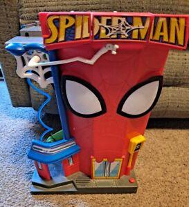 2011 Playskool Marvel Heroes Spiderman Lizard Stunt City Playset with Sound