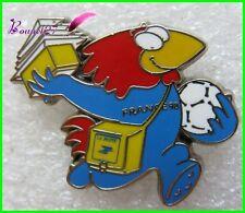 Pin's Pins badge Footix Mascotte coupe  Monde Football 98 La Poste Arthus #1881