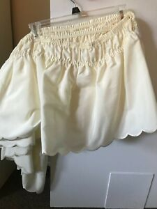Bedskirt/ Queen/KIng size/ brand new/ Creme color /scalloped edge