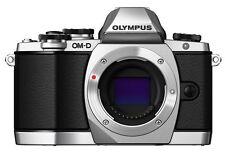 Olympus OM-D E-M10 Gehäuse / Body silber B-Ware 79 Auslösungen