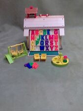 VINTAGE FISHER-PRICE PLAY FAMILY SCHOOL HOUSE