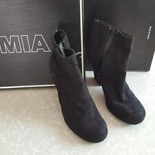 Mia Suede Ankle Boots Scrunch Nadia C14757N Black Pull On Sz 6.5M Snow Boots