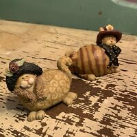 Suzi Skogland Cat Figurines With Hats - Set Of 2