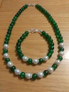 New  (clearance) Green & Ivory Necklace & Bracelet Set