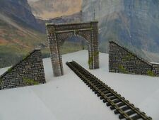 N GAUGE SINGLE TRACK STONE TUNNEL AND SIDE RETAINING WALLS