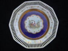 Assiette porcelaine ajourée décor scène romantique