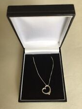 Gorgeous Vintage 9Ct White Gold Heart Necklace (1.1g)