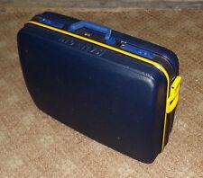 Koffer aus Kunststoff mit Hartschale und 2 Rollen
