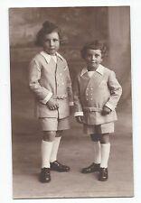 BP272 Carte Photo vintage card RPPC Enfant même habits mode fashion