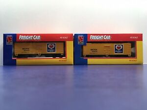 """HO Scale Life-Like """"Morrell Meats"""" MORX 9904 Reefer Freight Trains / Lot Of 2"""
