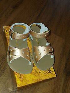 New Sun-San Salt Water Sandals,Sweetheart style,rose gold leather, toddler 8,NIB