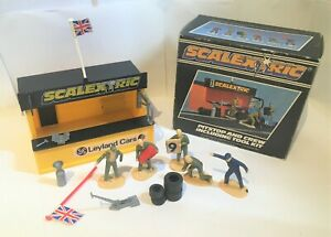Vintage Scalextric Pitstop and crew buildling + tools