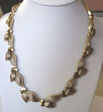 collier ancien feuille finement travaillé bijou vintage couleur or relief 503