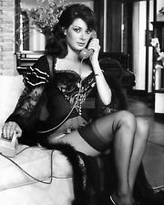 ACTRESS EDWIGE FENECH PIN UP - 8X10 PUBLICITY PHOTO (EE-067)