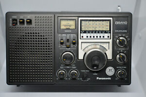 PANASONIC RF-2200  8 BAND RADIO FM/SW/AM (Made in Japan)