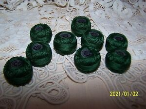 Mercerie. Adorable petite bobine Cartier Bresson perlé brillanté. Vert.  N°36