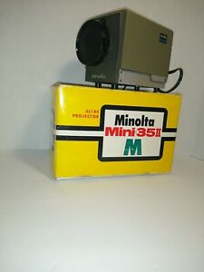 Minolta mini 35 slide projector/ in box