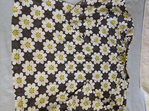 Mini Boden girls sz. 7/8 gray daisy design shirt. Cute, roomy, classic boden