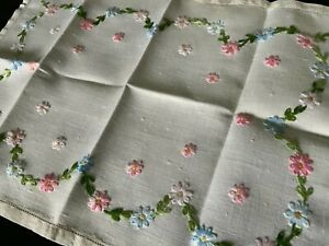 PRETTY HAND EMBROIDERED VINTAGE TRAY CLOTH  284