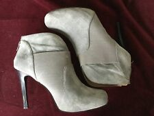 GOMAX GRAY ANKLE BOOTS w ZIPPER SIZE 9-4.25 IN HEEL-PROM NIGHT-SUEDE-VERY NICE