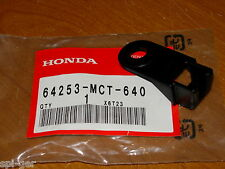 03-06 FSC-600 Honda New Genuine Panel Pocket Lid Guide P/No. 64253-MCT-640