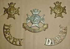CAP BADGES-ORIGINAL BOER WAR CAP COLLARS TITLES SET DERBYSHIRE REGIMENT