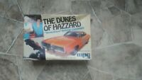 VINTAGE 1979 MPC THE DUKES OF HAZZARD GENERAL LEE DODGE  CHARGER MODEL KIT USED