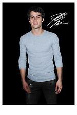 Dylan O'Brien alias Stiles aus Teen Wolf - Autogrammfotokarte laminiert [A08]