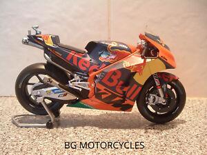 1:12 17 POL ESPARGARO DIECAST MODEL FACTORY RED BULL KTM RACING MOTOGP 44 V LTD