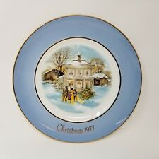 Avon Christmas Plate 1977 Carollers in the Snow Original Box Wedgewood England